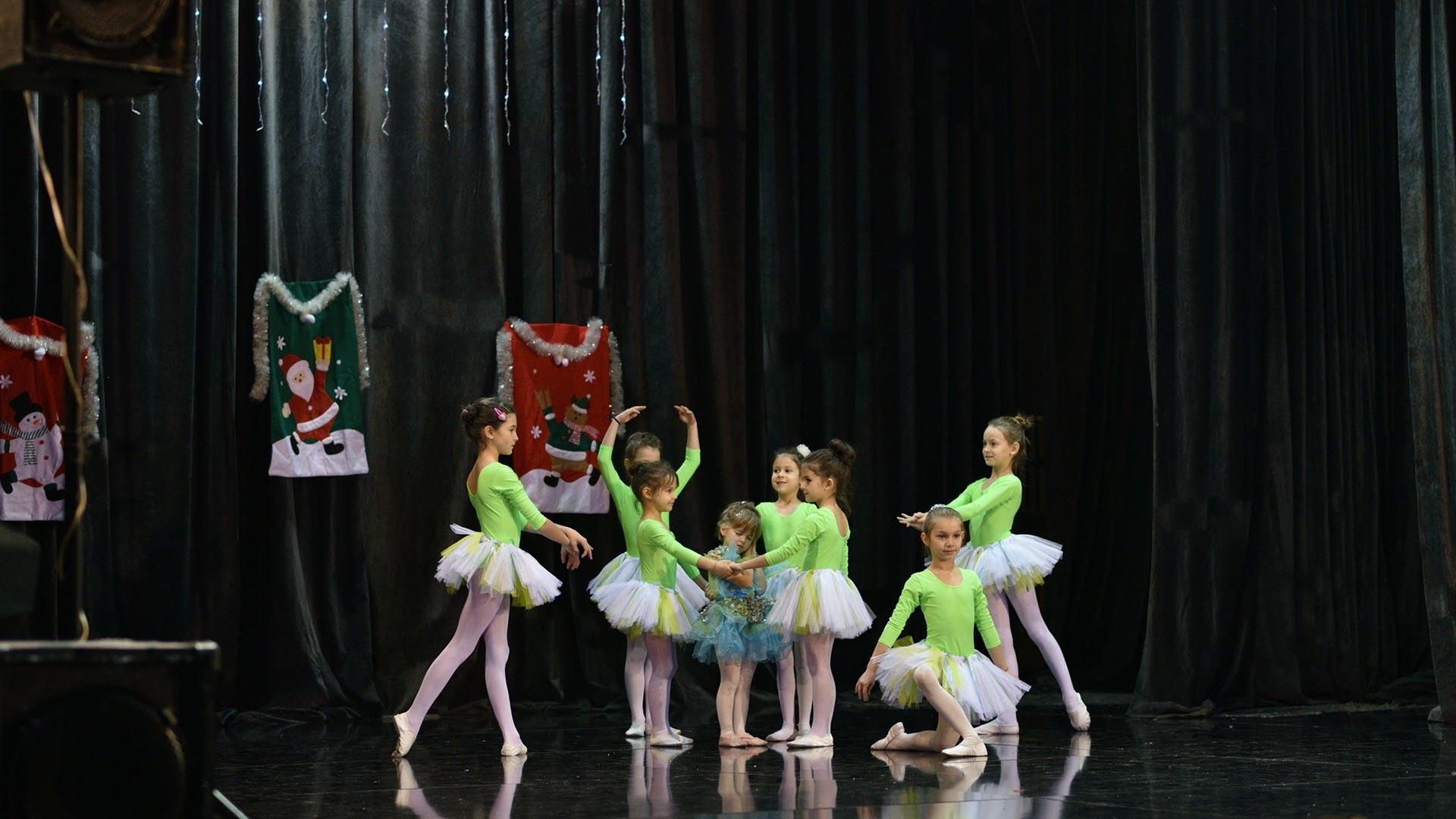1-Детски-танцов-спектакъл-В-тихата-нощ