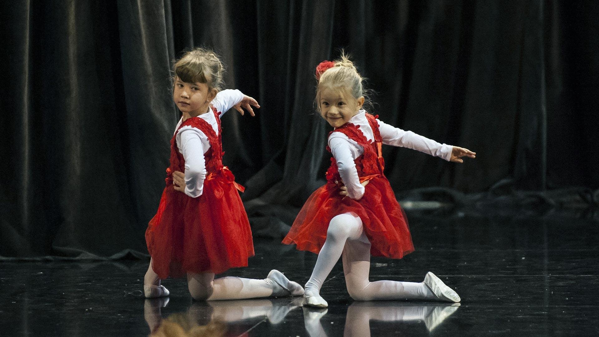 10-Детски-танцов-спектакъл-В-тихата-нощ