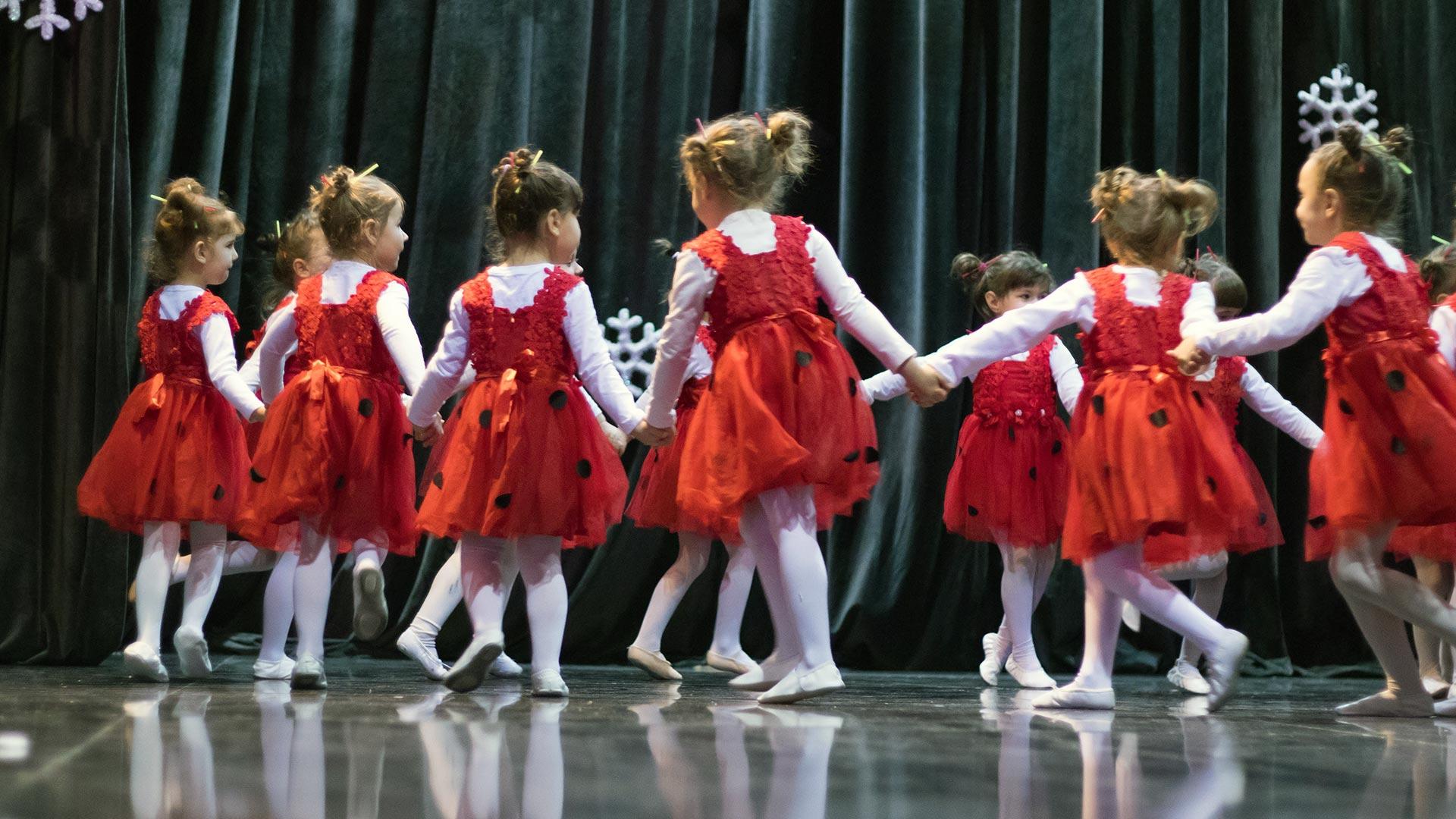 11-Детски-танцов-спектакъл-Пътешествие-към-дома