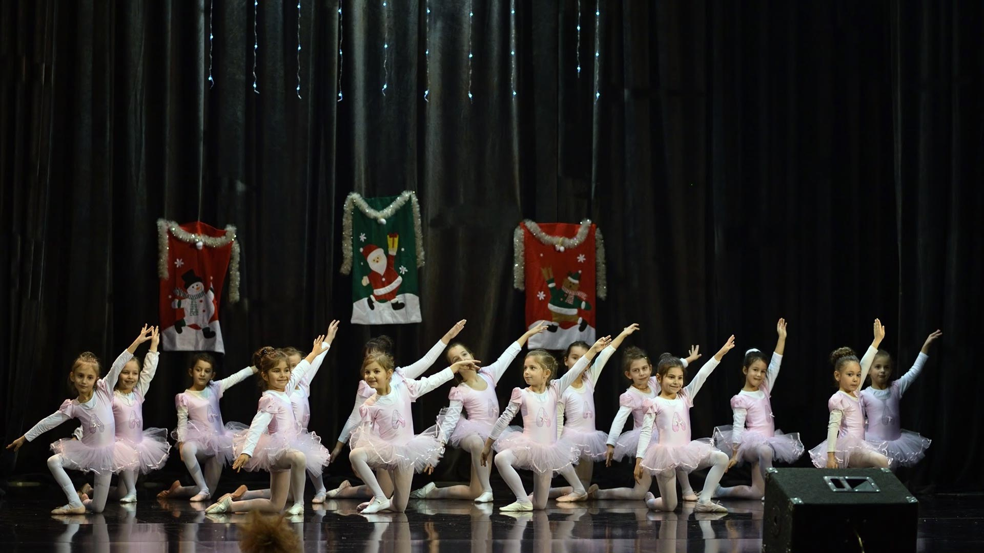 12-Детски-танцов-спектакъл-В-тихата-нощ