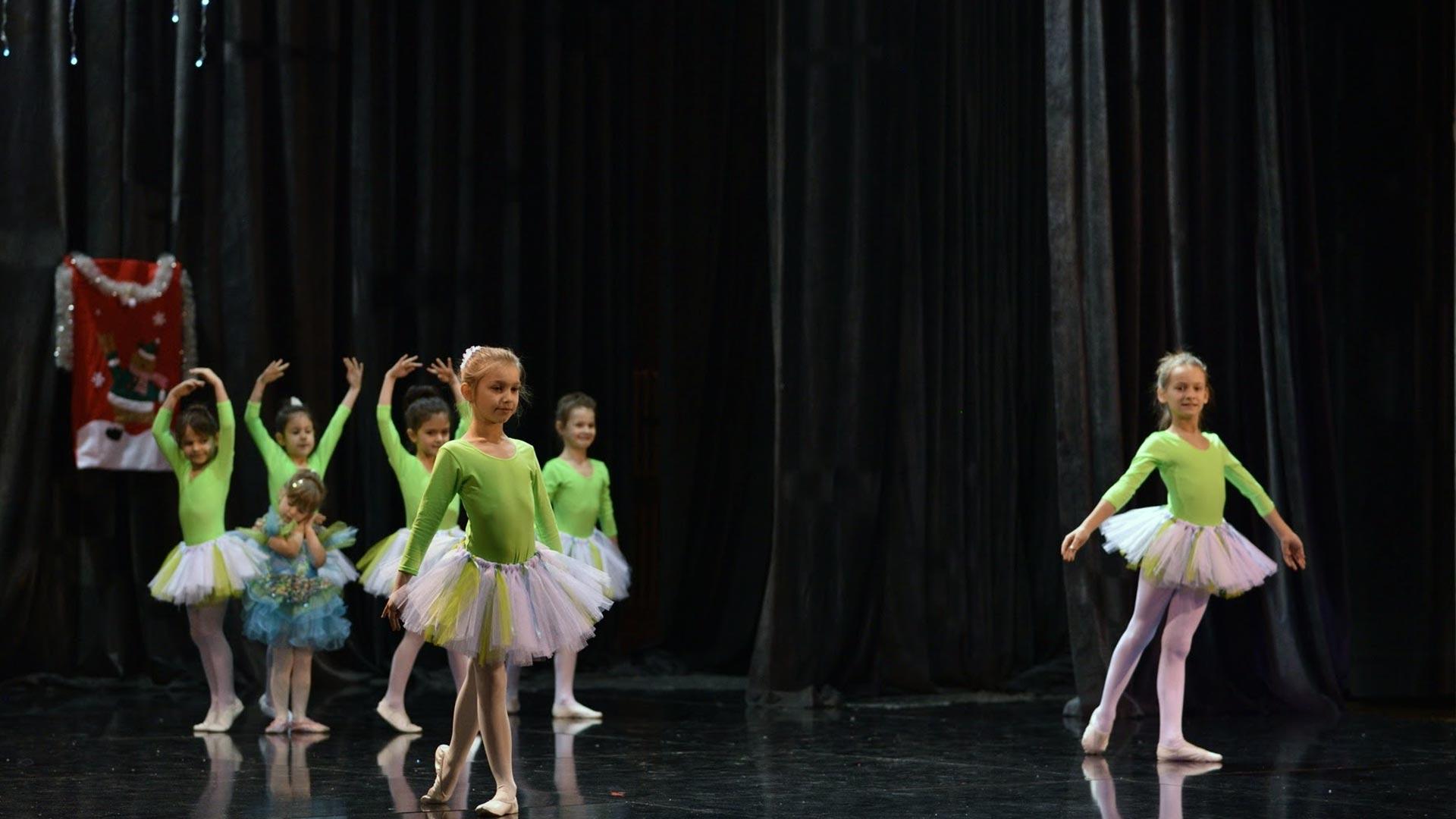 13-Детски-танцов-спектакъл-В-тихата-нощ