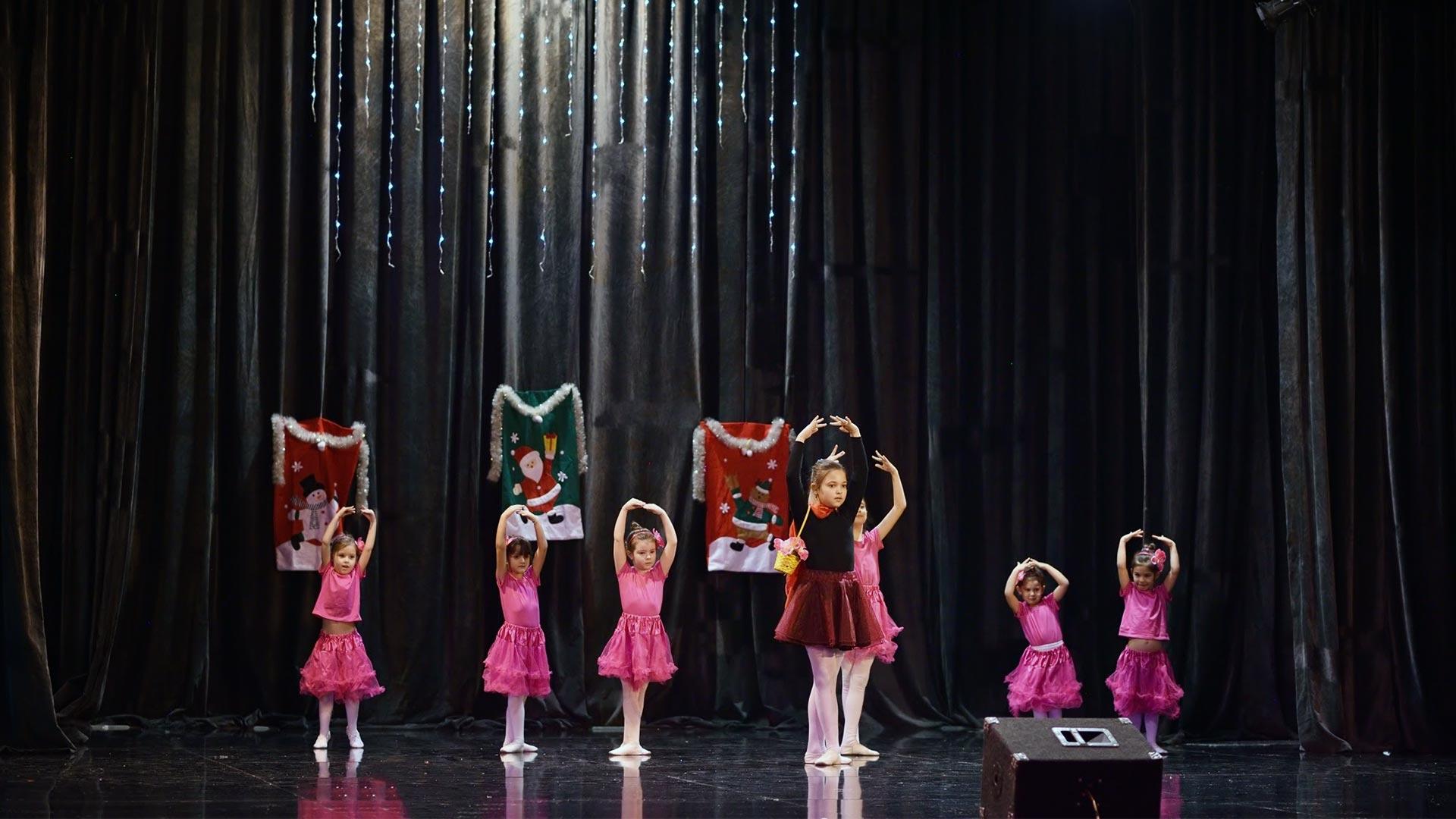 15-Детски-танцов-спектакъл-В-тихата-нощ