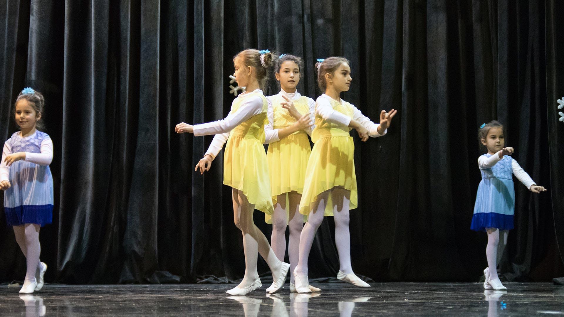 16-Детски-танцов-спектакъл-Пътешествие-към-дома