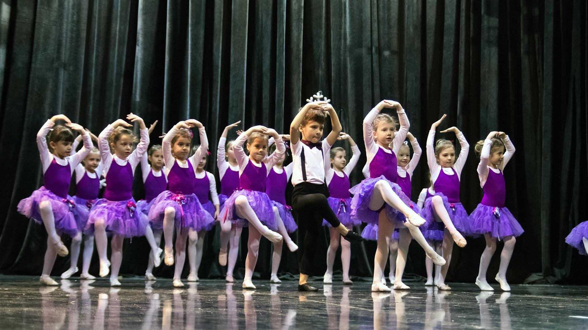 17-Детски-танцов-спектакъл-Пътешествие-към-дома