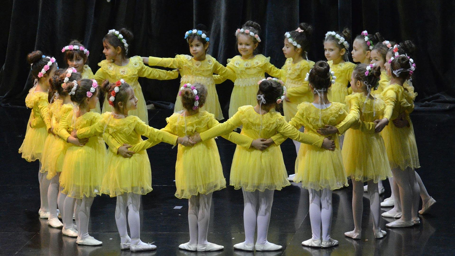 3-Детски-танцов-спектакъл-Пътешествие-към-дома