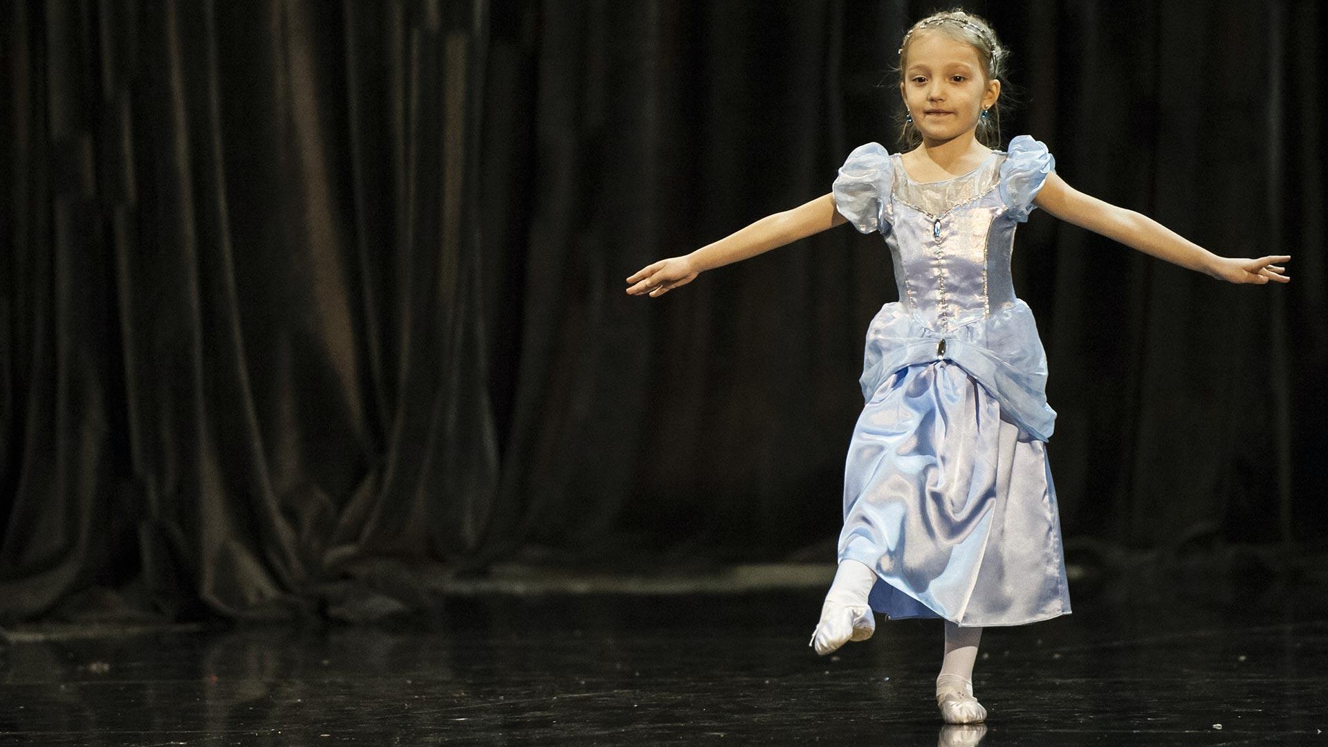 4-Детски-танцов-спектакъл-В-тихата-нощ