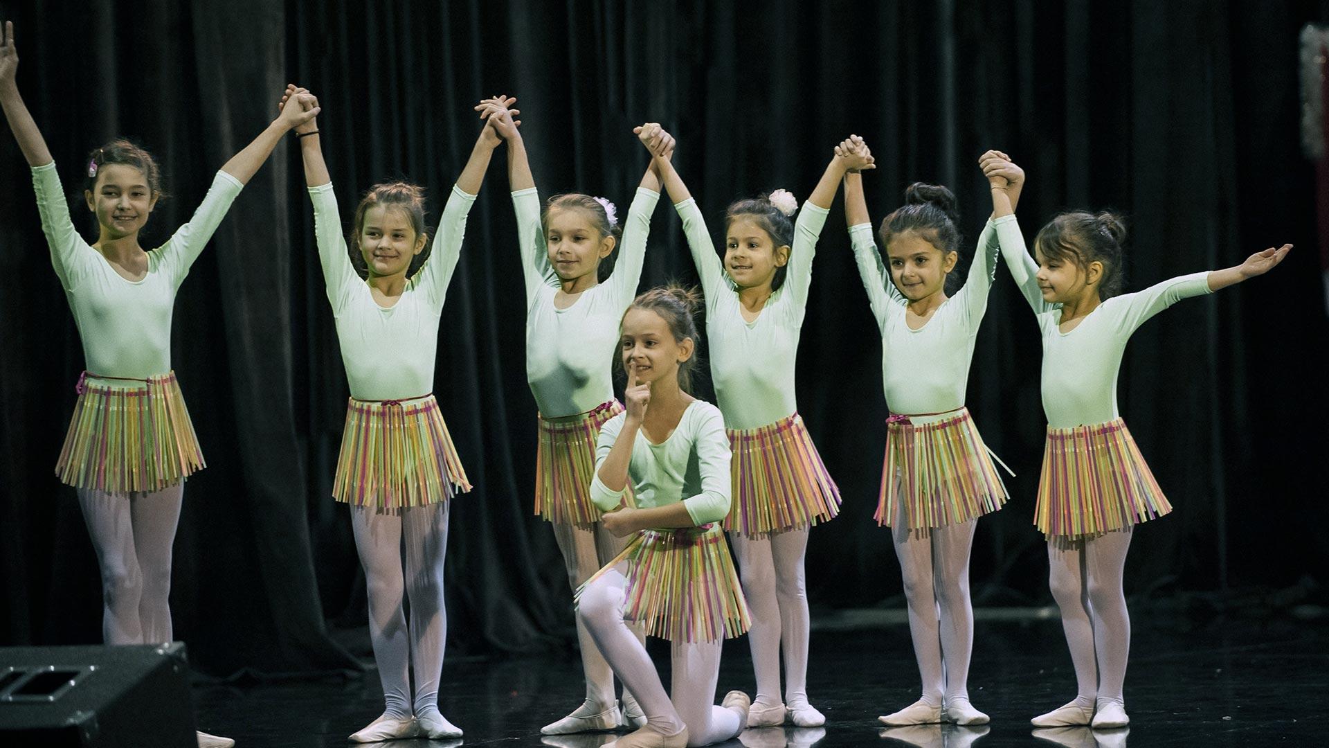 6-Детски-танцов-спектакъл-В-тихата-нощ