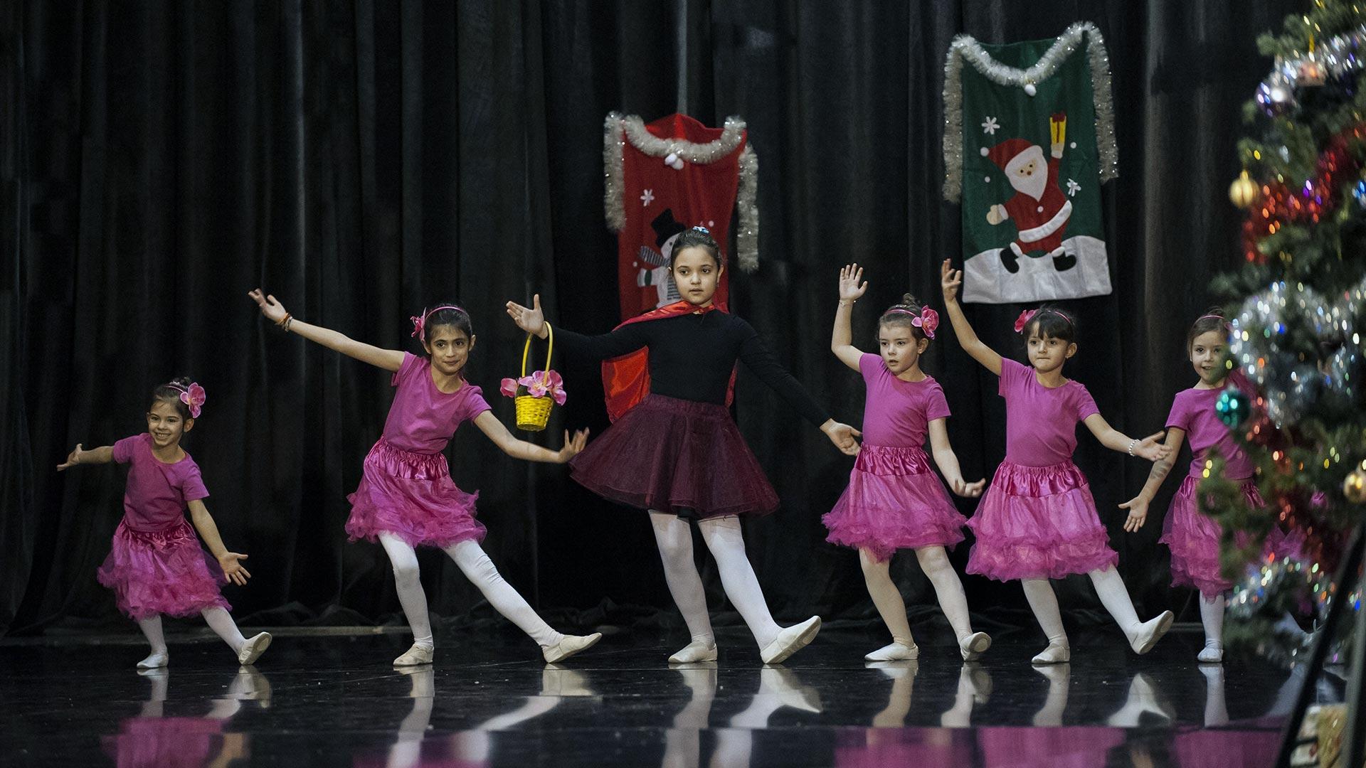 7-Детски-танцов-спектакъл-В-тихата-нощ