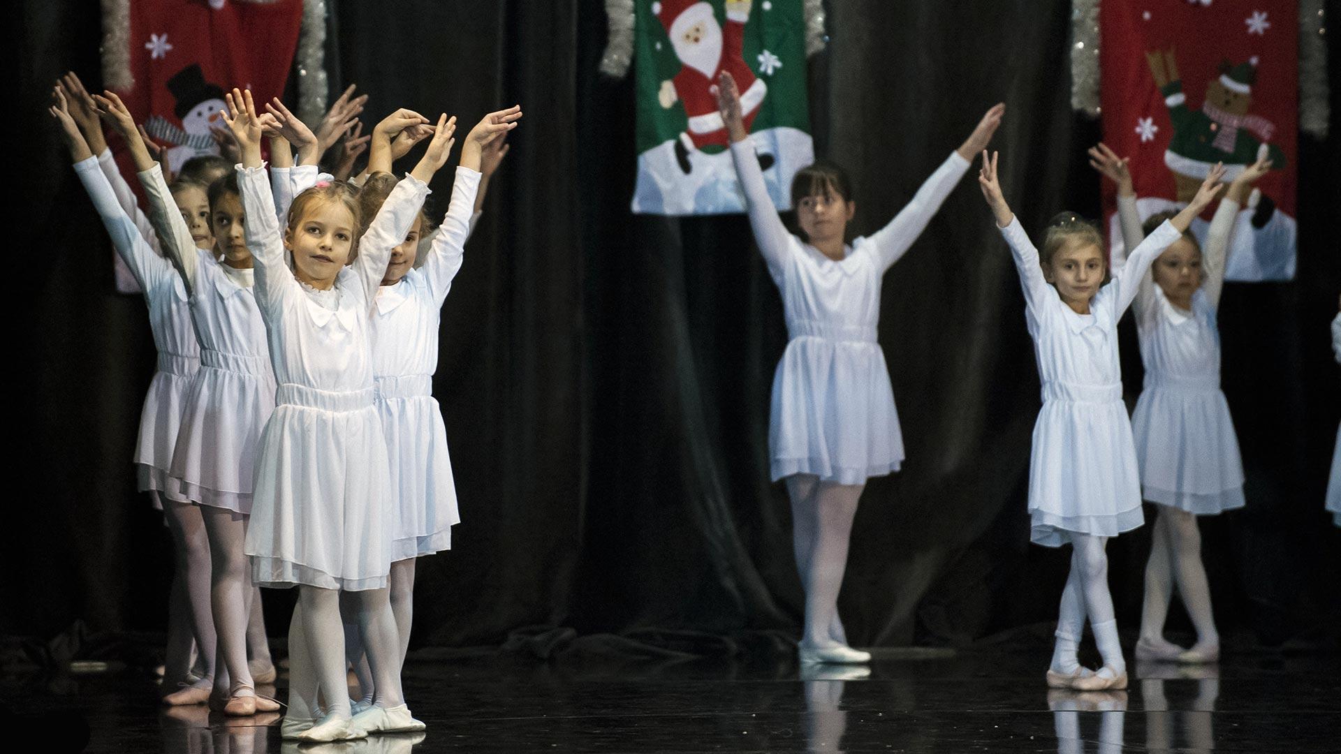 8-Детски-танцов-спектакъл-В-тихата-нощ